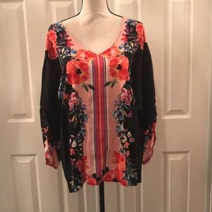 NWT. Chelsea & Theodore Floral Print Top
